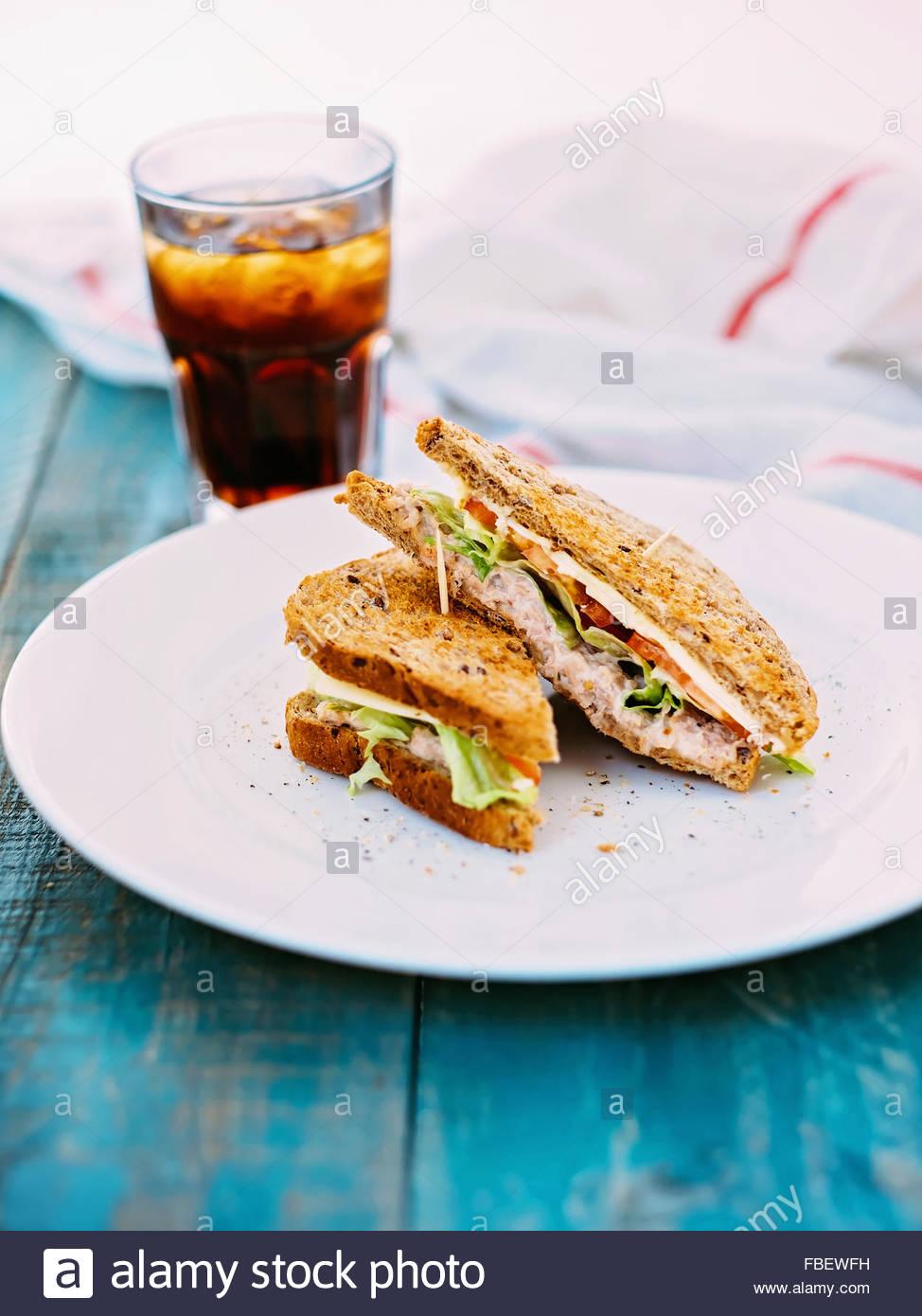 Tonno sandwich con formaggio e pomodori Immagini Stock