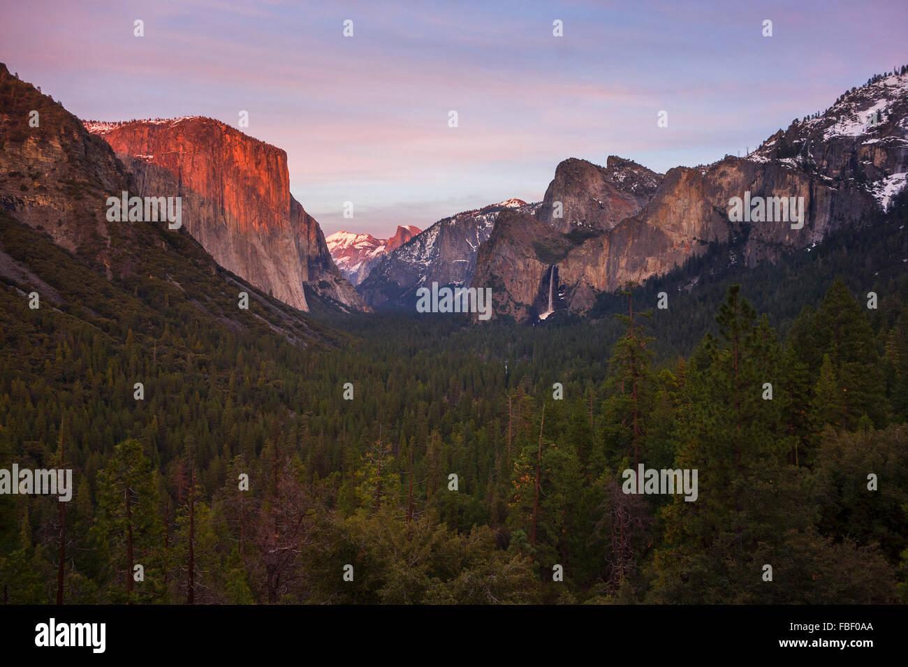 Il parco nazionale di Yosemite vista di tunnel inverno Immagini Stock