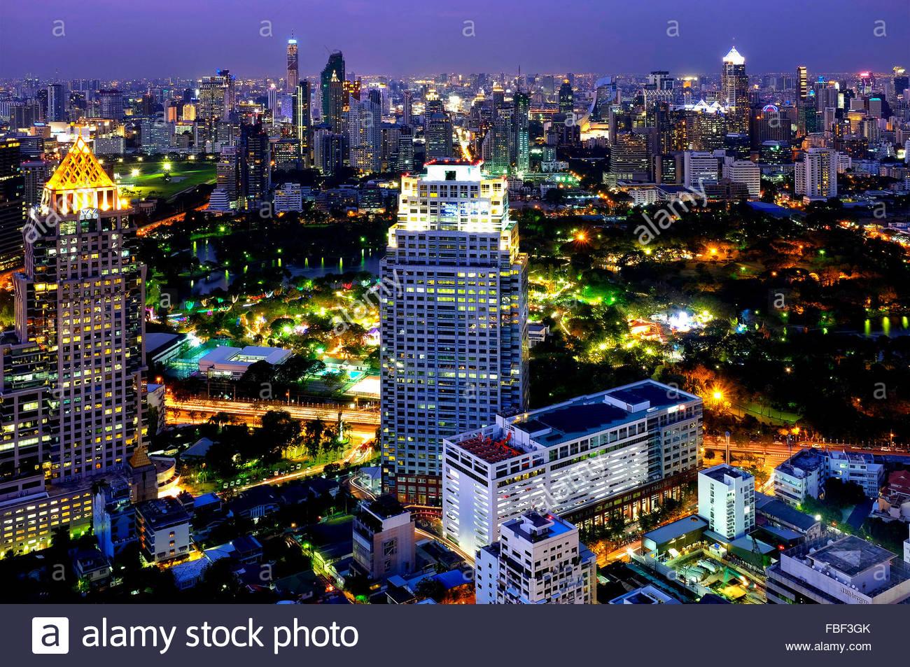 Vista del Parco Lumphinee dalla Luna Bar del Banyan Tree Hotel , Bangkok, Thailandia Immagini Stock