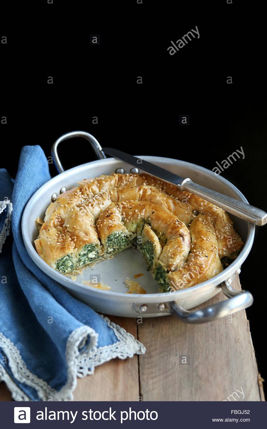 Formaggio e spinaci torta a Spanakopita Immagini Stock