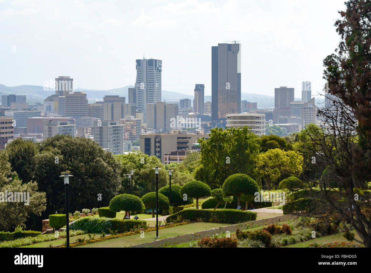 Città CBD e giardini terrazzati dal Meintjieskop, Pretoria, Città di ...