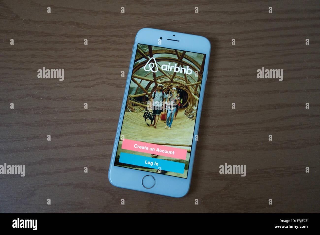 Airbnb app smart phone iphone Immagini Stock