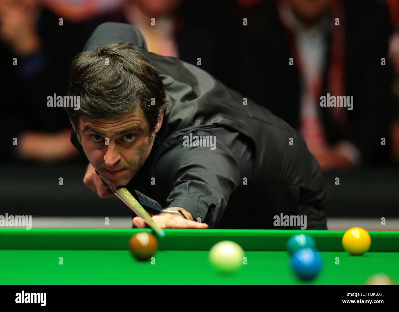 Alexandra Palace di Londra, Regno Unito. Xvii gen, 2016. Masters Snooker. Finali. Ronnie O'Sullivan reagisce Immagini Stock