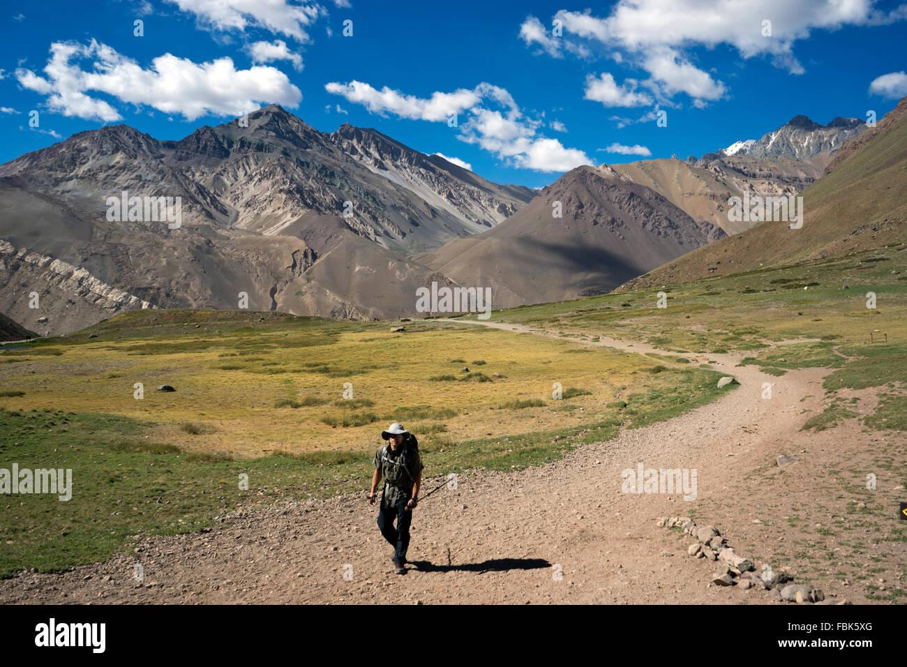 Sulla strada per la vetta del monte Aconcagua, Argentina, Ande. Immagini Stock