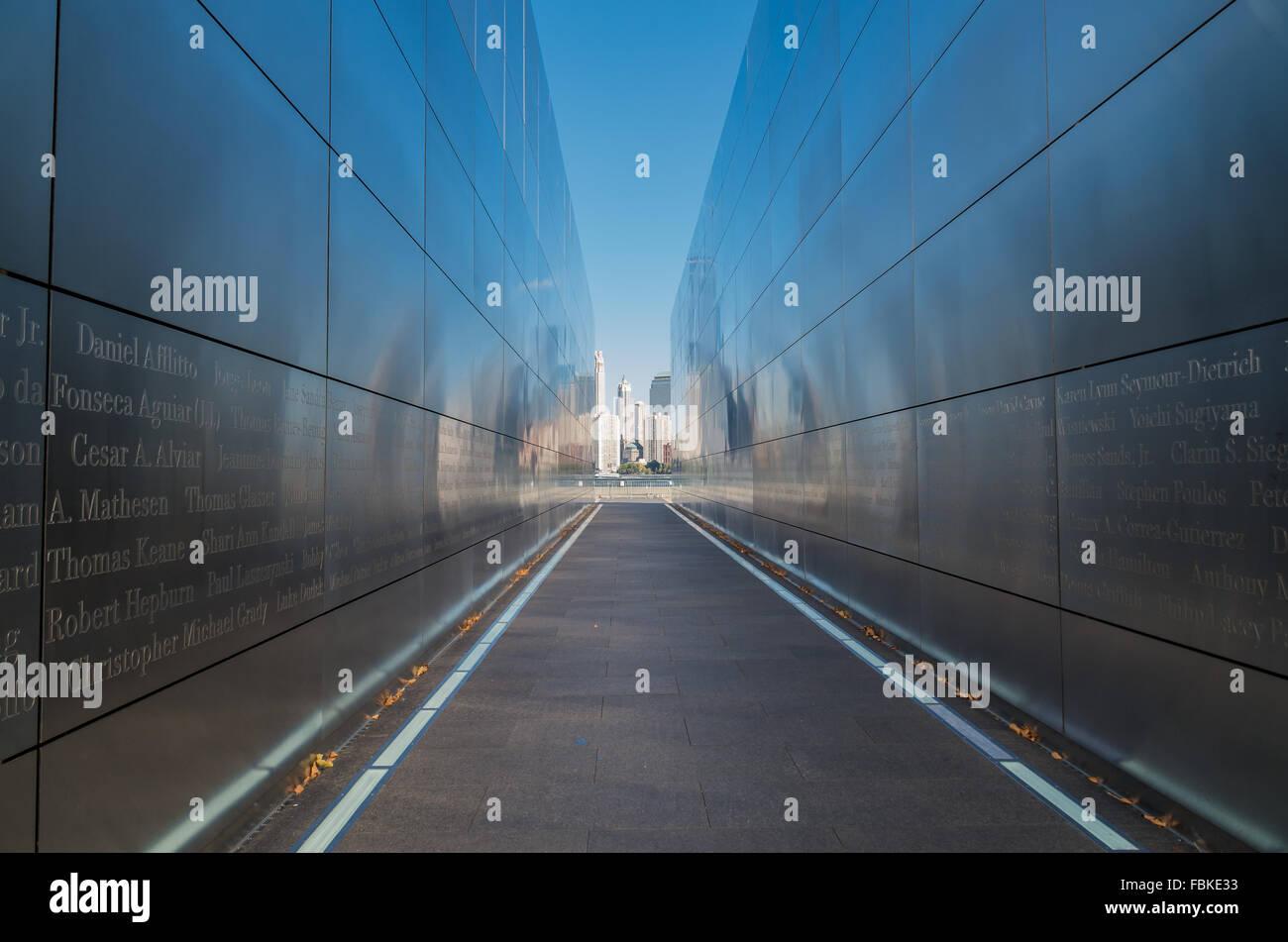 Empty Sky memorial a settembre 11th; situato in Liberty State Park in Jersey City e cercando di fronte a NYC. Immagini Stock