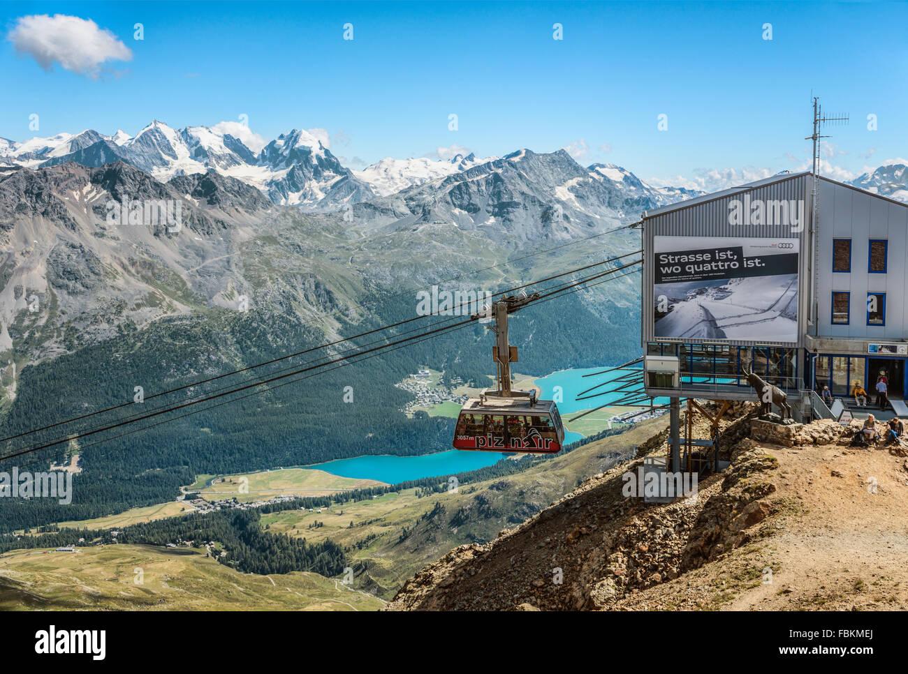 Il Piz Nair funicolare, St.Moritz, Grigioni, Svizzera | Piz Nair Seilbahn, St.Moritz, Schweiz Immagini Stock