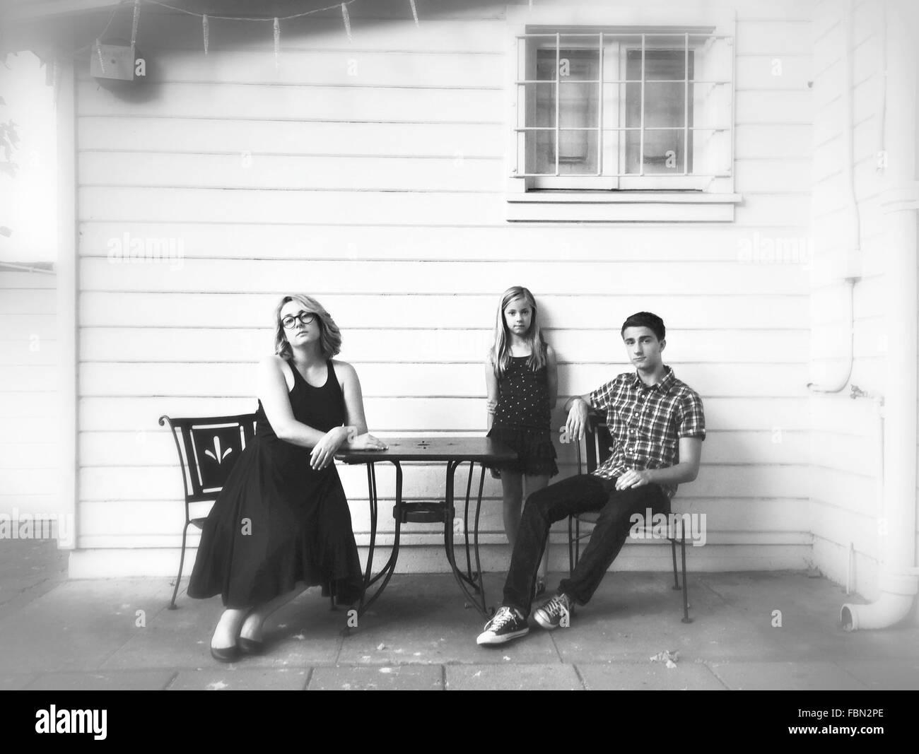 Ritratto di famiglia in esterno Immagini Stock