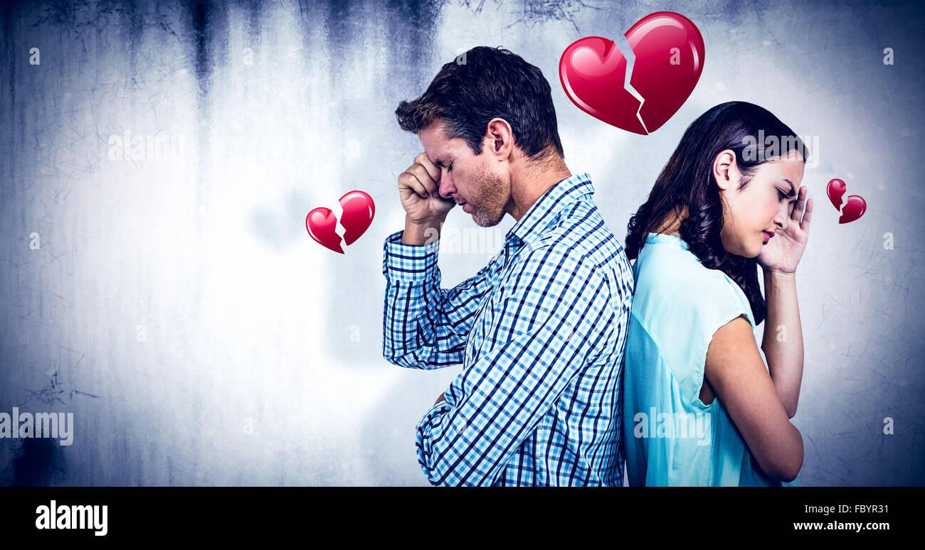Immagine composita della coppia depressa in piedi di schiena Immagini Stock