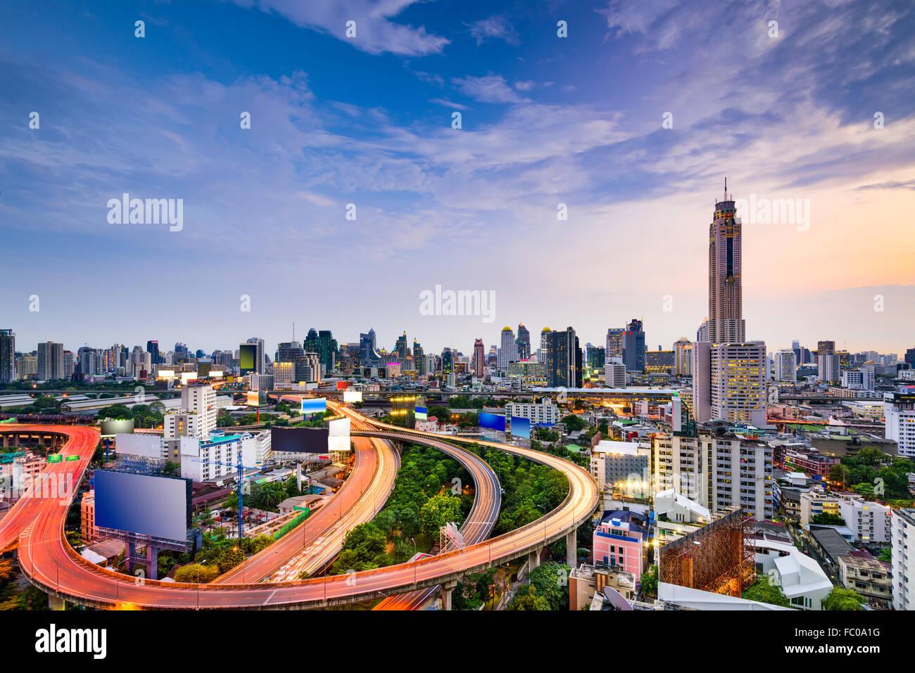 Bangkok, Thailandia skyline della città e alle autostrade. Immagini Stock