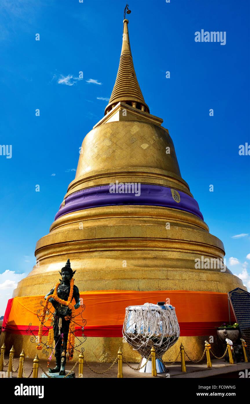 Stupa dorato di Wat Saket, Bangkok, Thailandia Foto Stock