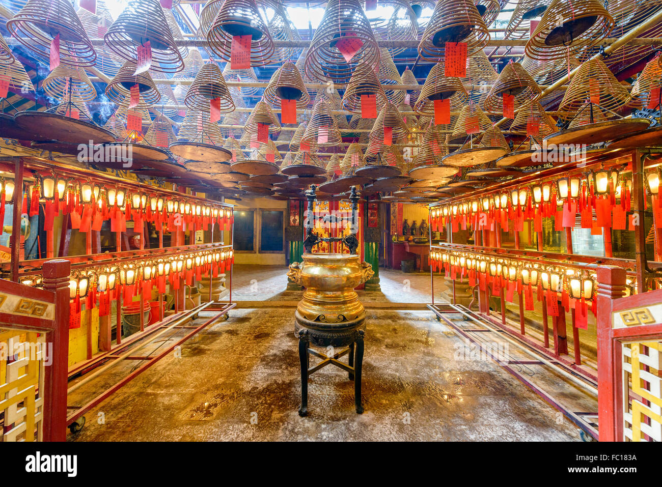 L'interno del Tempio di Man Mo a Hong Kong, Cina. Immagini Stock