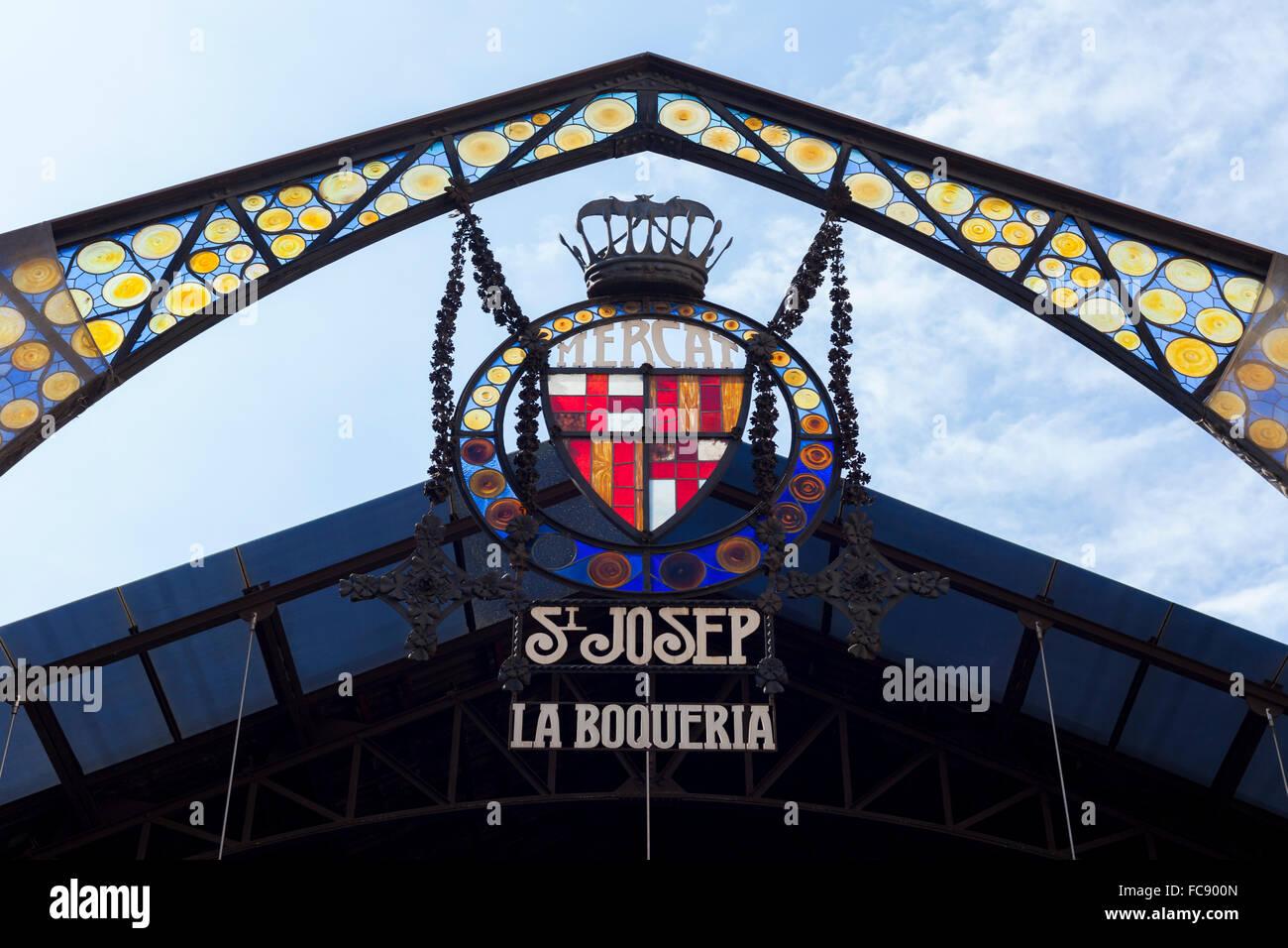 Entrada principal del Mercado de La Boqueria en Las Ramblar, Barcellona. © Joan Gosa Badia Immagini Stock