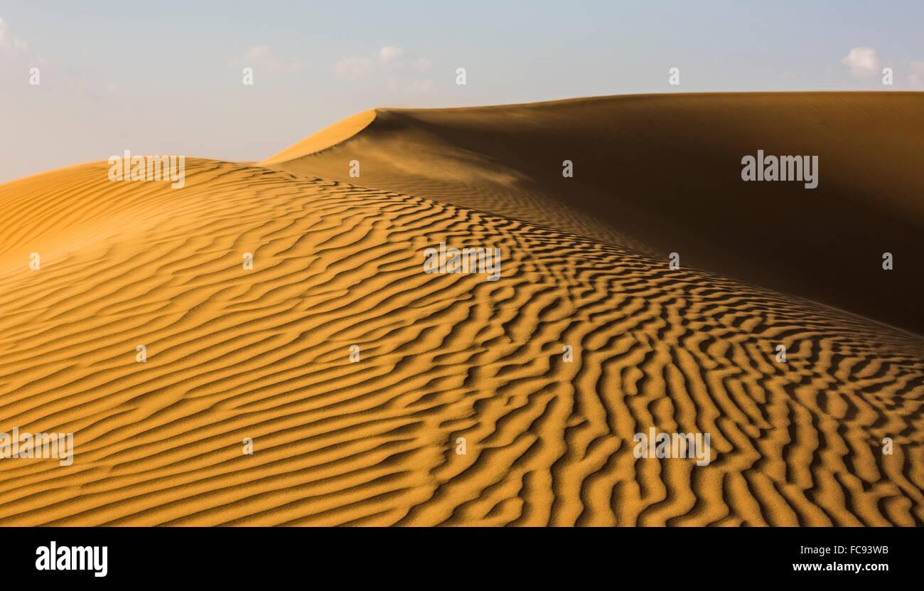 Forme e strutture e modelli, luce e ombra sulle dune di sabbia, Rub' al Khali o Empty Quarter, Emirati Arabi Immagini Stock