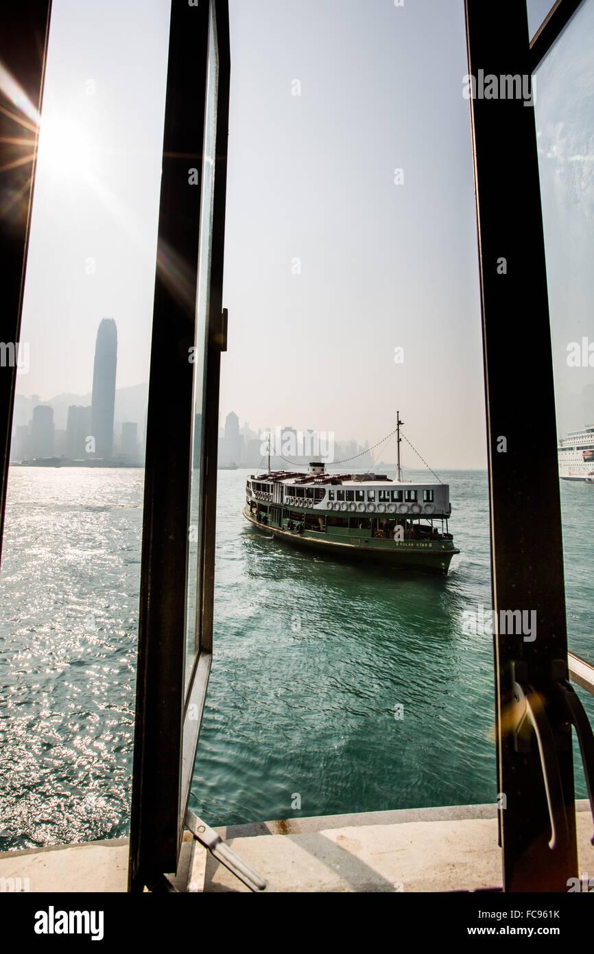 Il Traghetto Star con Hong Kong in background, Hong Kong, Cina, Asia Immagini Stock