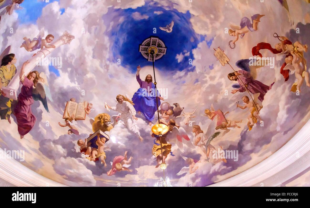 Gesù gli angeli dipinto sul soffitto Interno Chiesa di Saint Nicholas Askold la tomba di Kiev in Ucraina. Immagini Stock