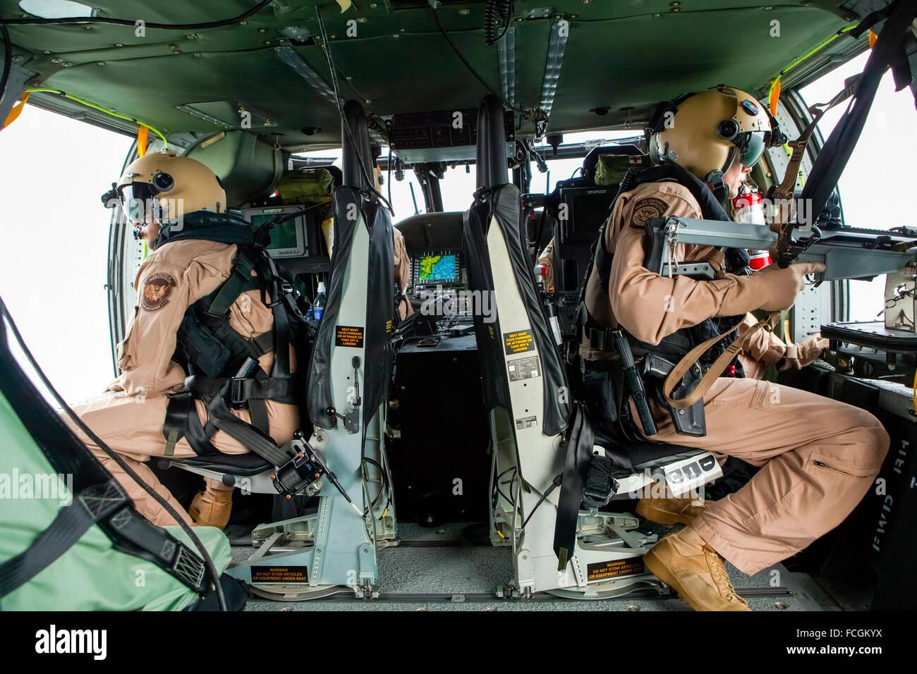 US Customs and Border Protection CBP Ufficio di aria e unità di Marine operando un Sikorsky UH-60 Blackhawk Immagini Stock