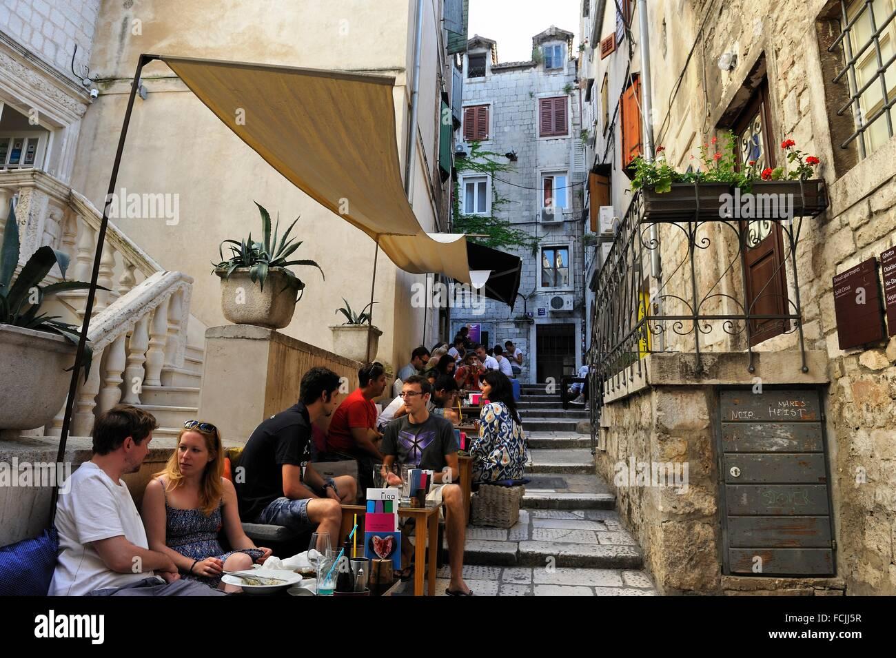 Out Cafe lato fluido, Dosud 1 Street, Città Vecchia, Split, Croazia, Europa sud-orientale. Immagini Stock