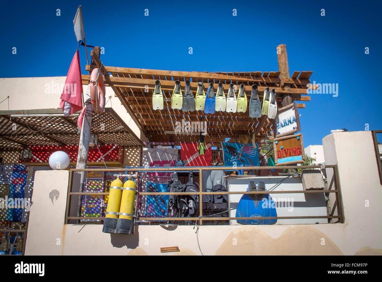 Un negozio di dive ad Aqaba in Giordania Immagini Stock