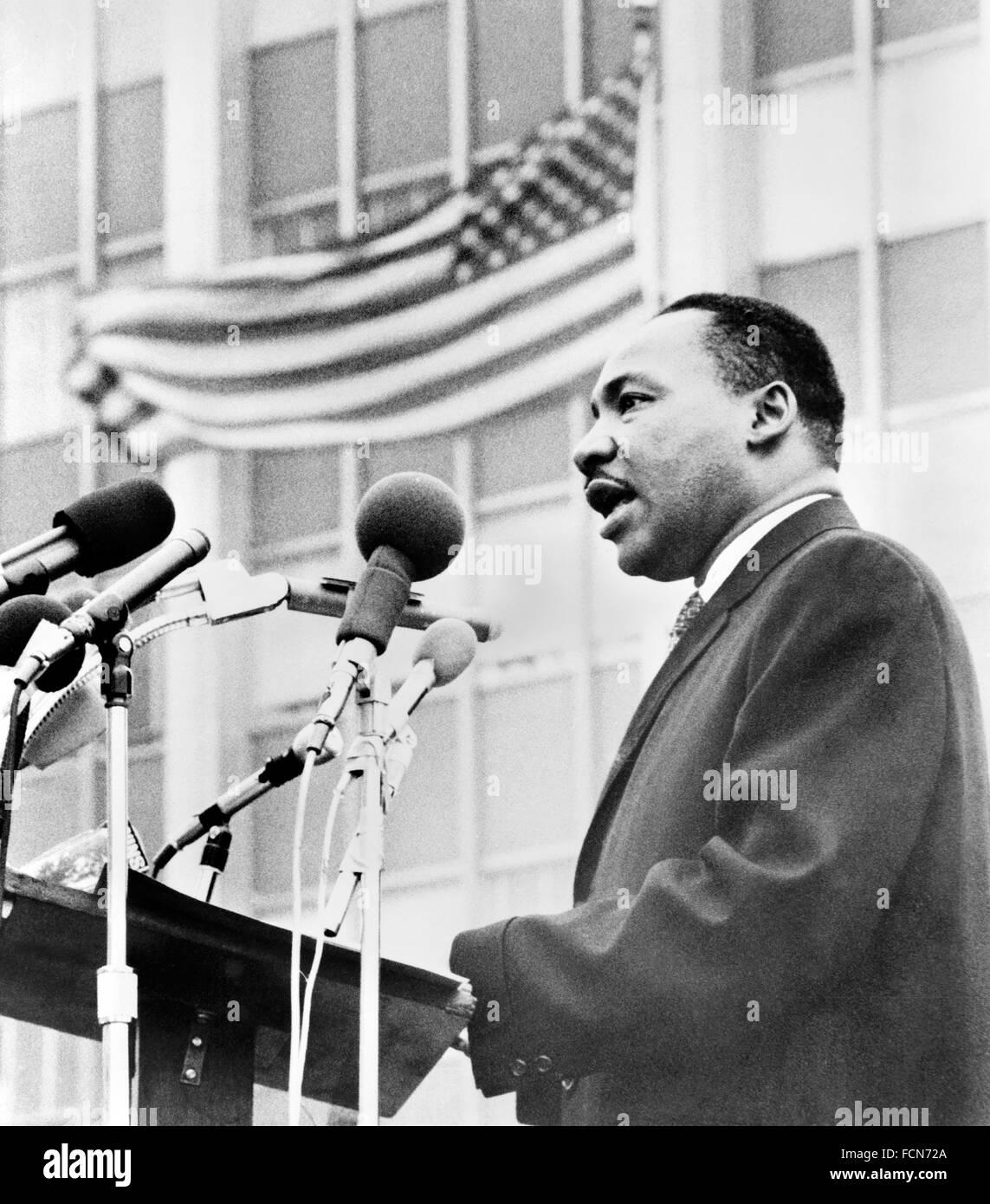 Martin Luther King. Il Dr Martin Luther King Jr di parlare ad un anti-guerra di dimostrazione in New York City, 1967 Foto Stock