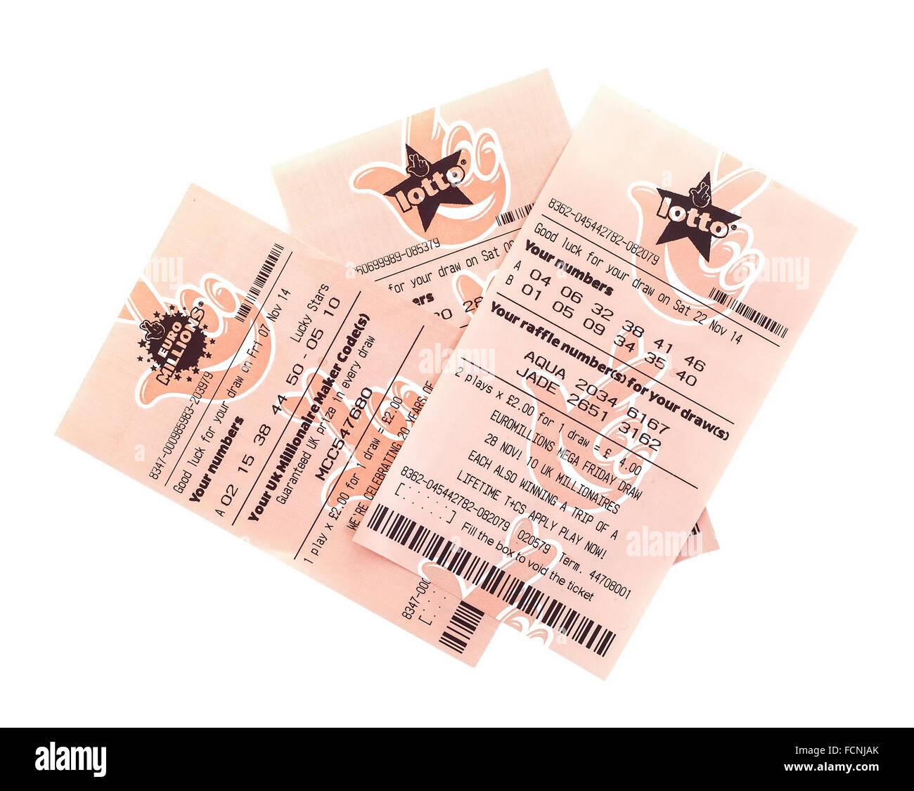 In milioni di euro e il lotto di biglietti di lottery su sfondo bianco Immagini Stock