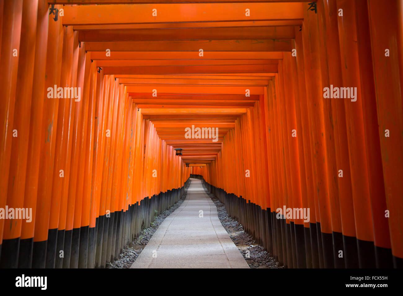 Lo Shintoismo giapponese tempio di Kyoto - Fushimi Inari Santuario (Fushimi Inari Taisha) Immagini Stock
