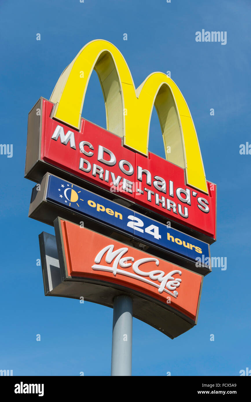 McDonald's Dive-Thru restaurant sign, Port Elizabeth Nelson Mandela Bay comune, Eastern Cape Province, Sud Africa Immagini Stock
