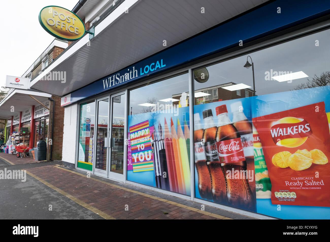 WH Smith negozio locale in Dibden Purlieu in Hampshire. Immagini Stock