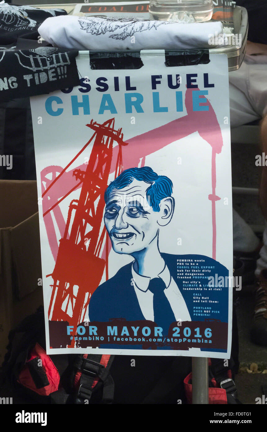 Giorno di maggio 2015 segno di protesta intitolato combustibili fossili Charlie deride Portland, Oregon sindaco Immagini Stock