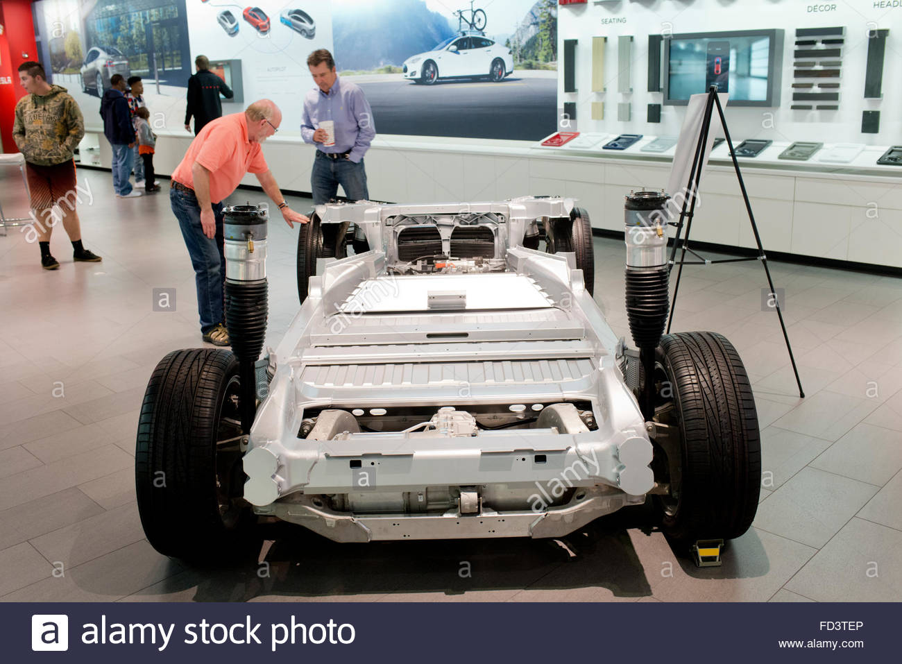 Tesla Motors auto elettrica Automobile sul display a Scottsdale-Fashion Square Mall in Arizona Immagini Stock