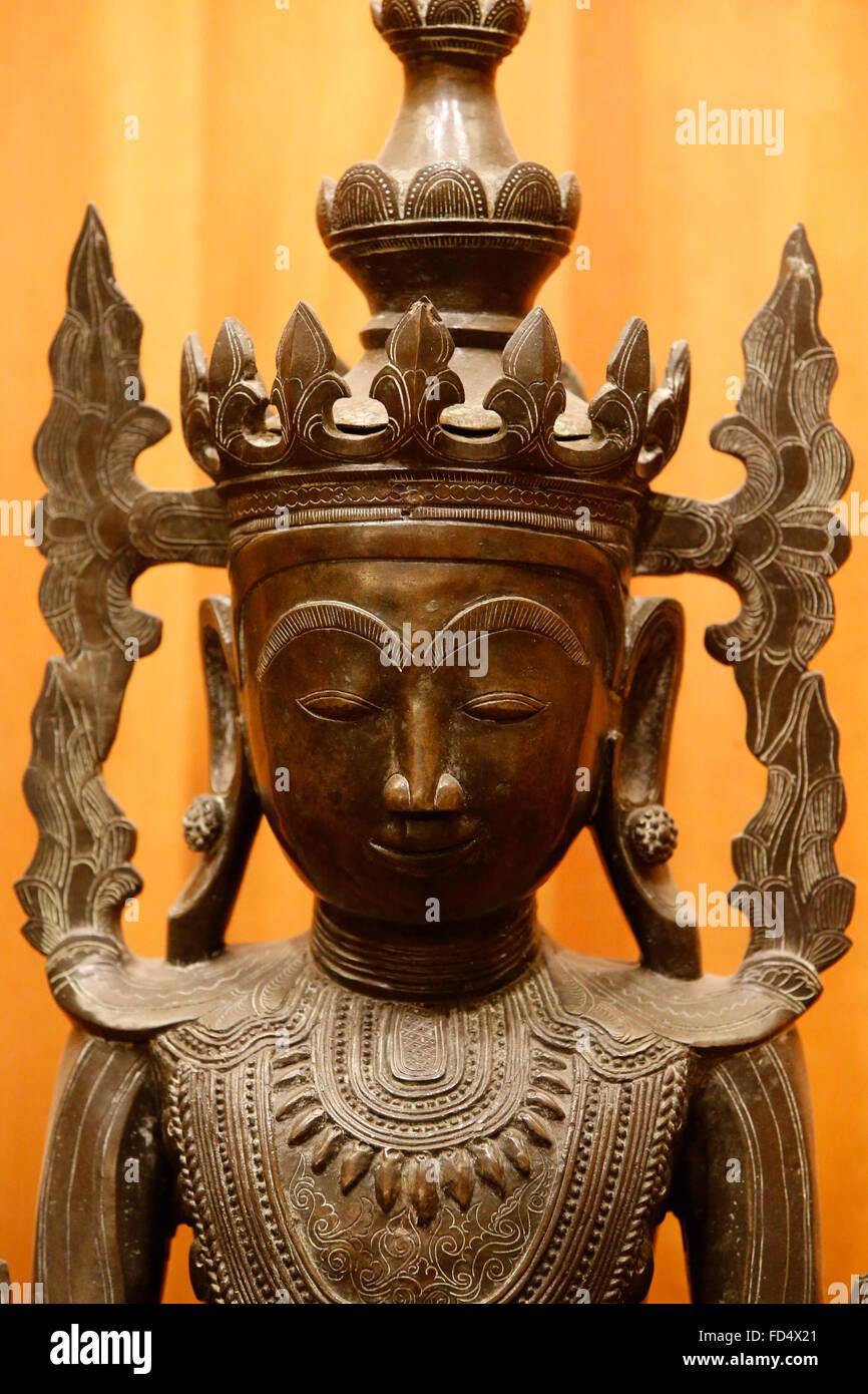 Adornata Maravijaya Buddha. Myanmar (Birmania). Shan art. Nel XIX secolo. Bronzo. Museo Guimet. Immagini Stock