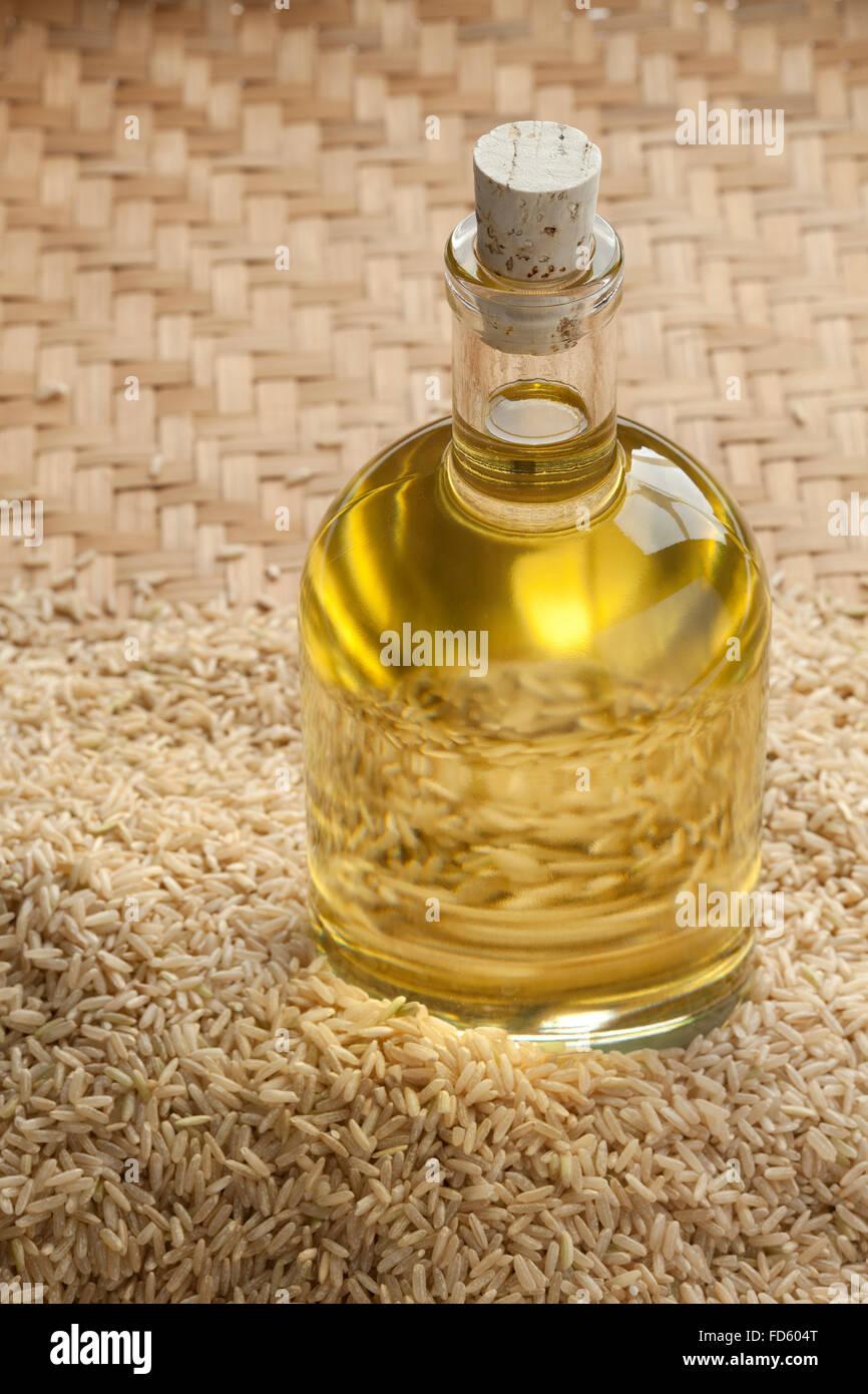 Olio di riso in una bottiglia Immagini Stock