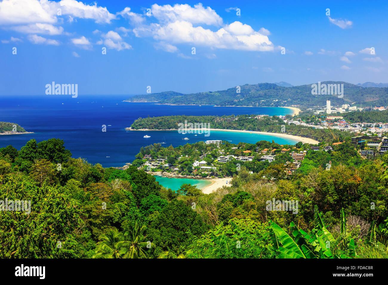 Thailandia Phuket. Punto di vista di Kata Noi, Karon Beach e Spiaggia di Patong. Foto Stock