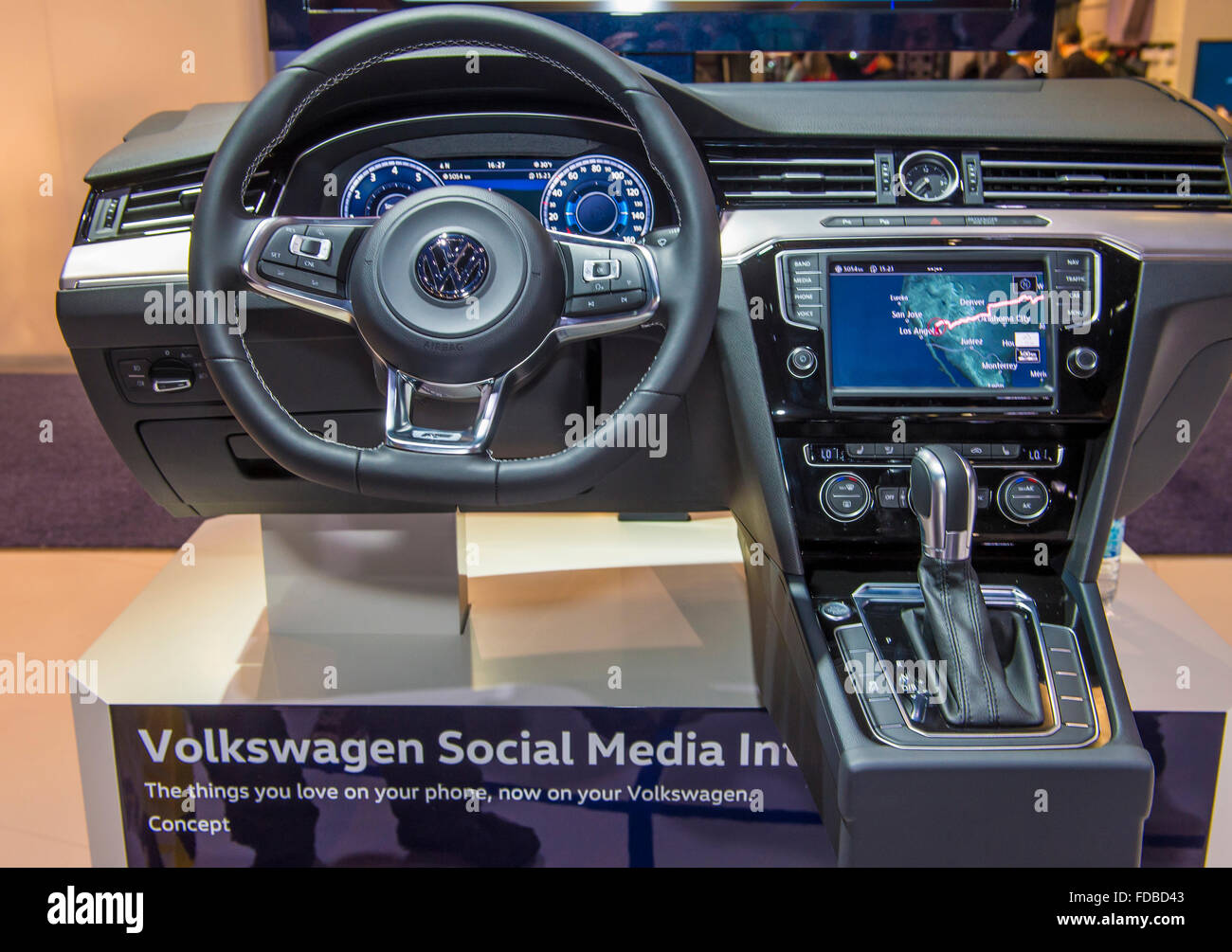 Cruscotto e volante della Volkswagen auto al CES Show di Las Vegas, Immagini Stock