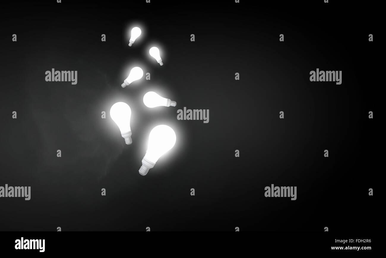 Vetro illuminato lampadina luce su sfondo scuro Immagini Stock