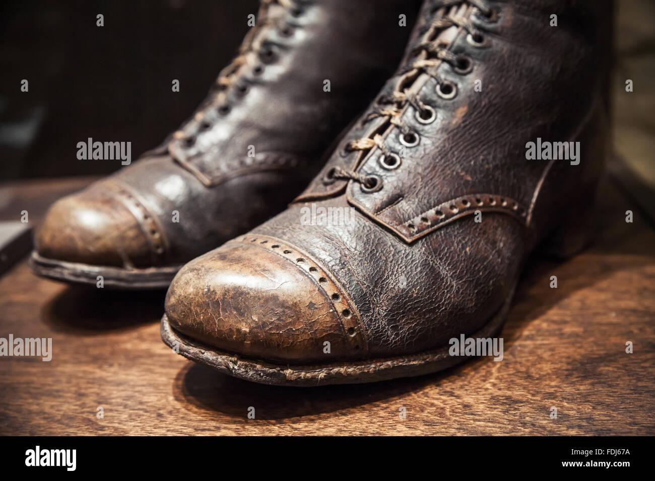 new style 315fa 64736 Vecchie scarpe usate realizzata in vera pelle, vicino la ...