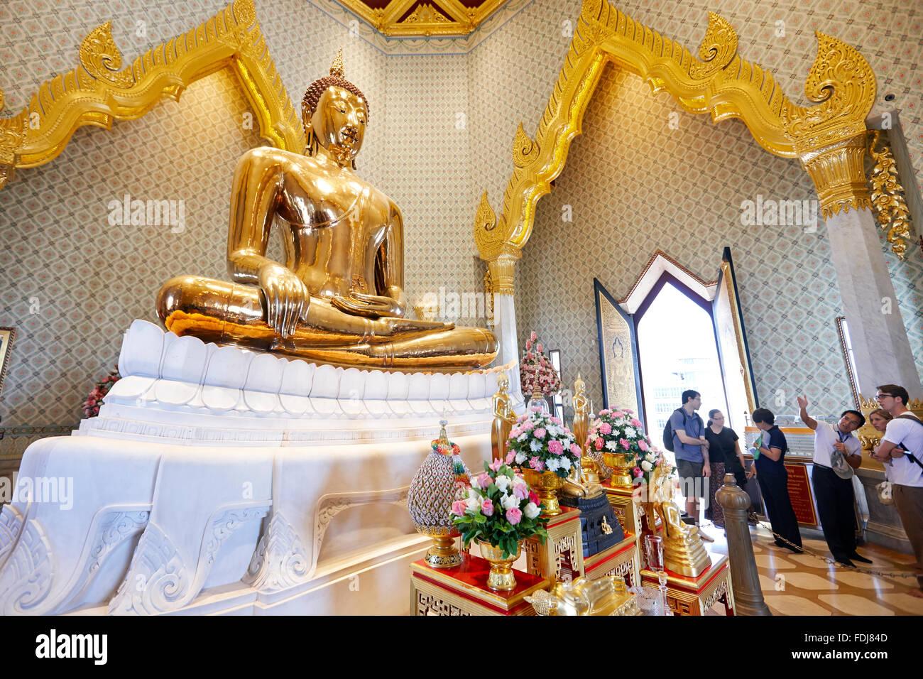 Oro massiccio immagine del Buddha in Wat Traimit Temple. Bangkok, Tailandia. Immagini Stock