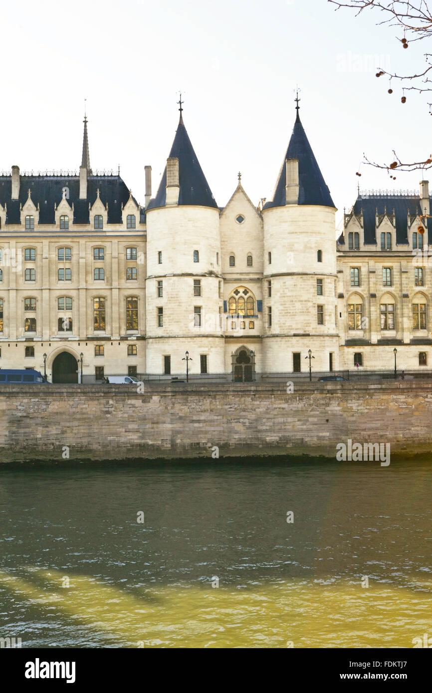 Le torri della conciergerie parigi il palazzo reale for Il tuo account e stato attaccato
