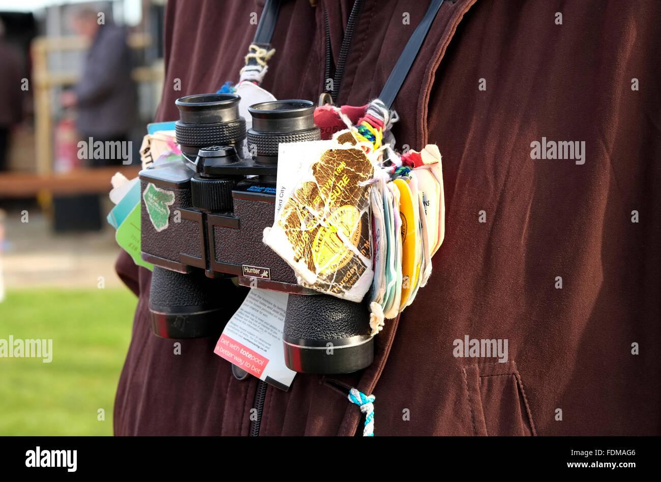 Horse Racing binocolo con legato corso tags Immagini Stock