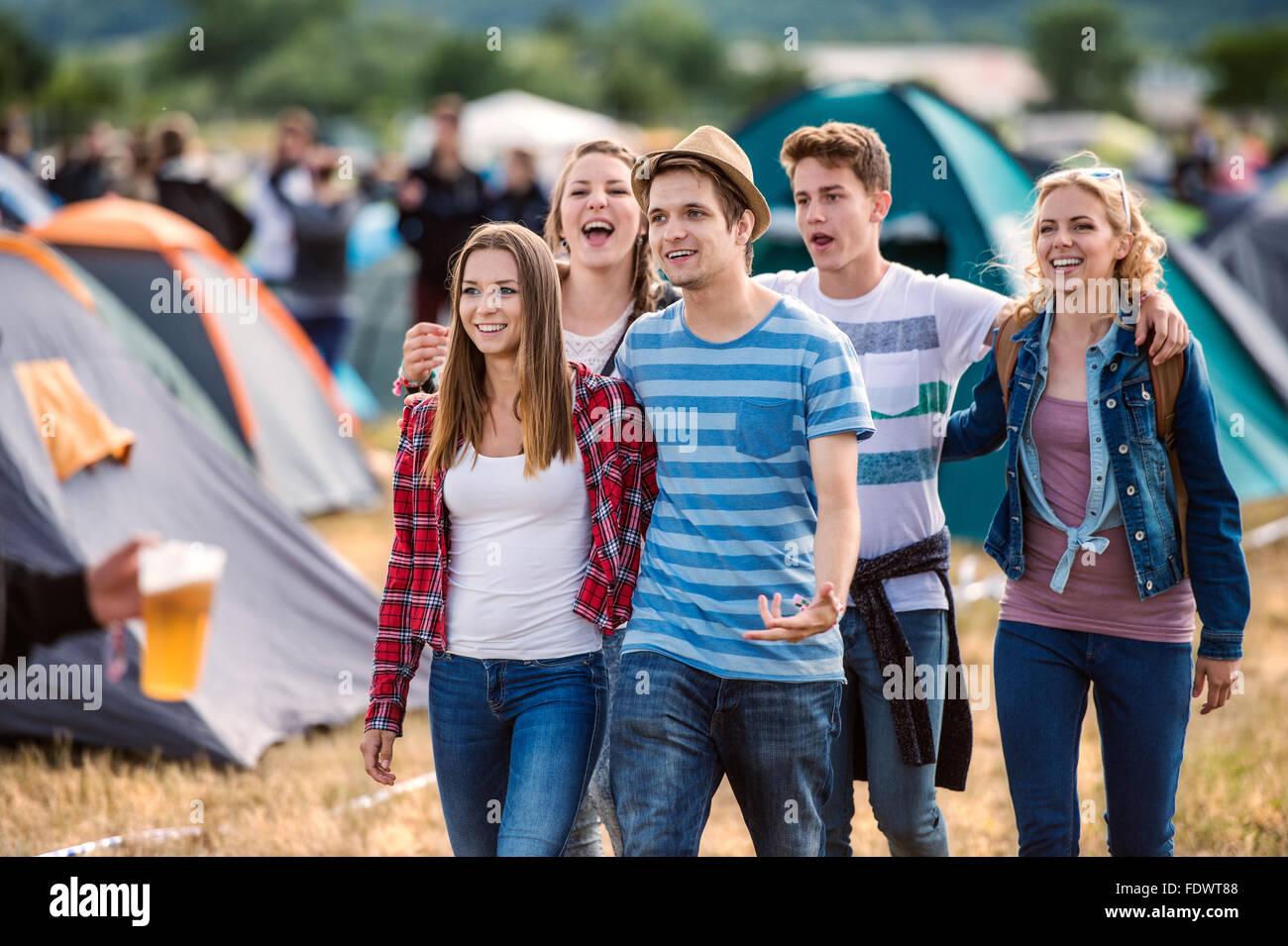 Ragazzi ad un festival estivo Immagini Stock