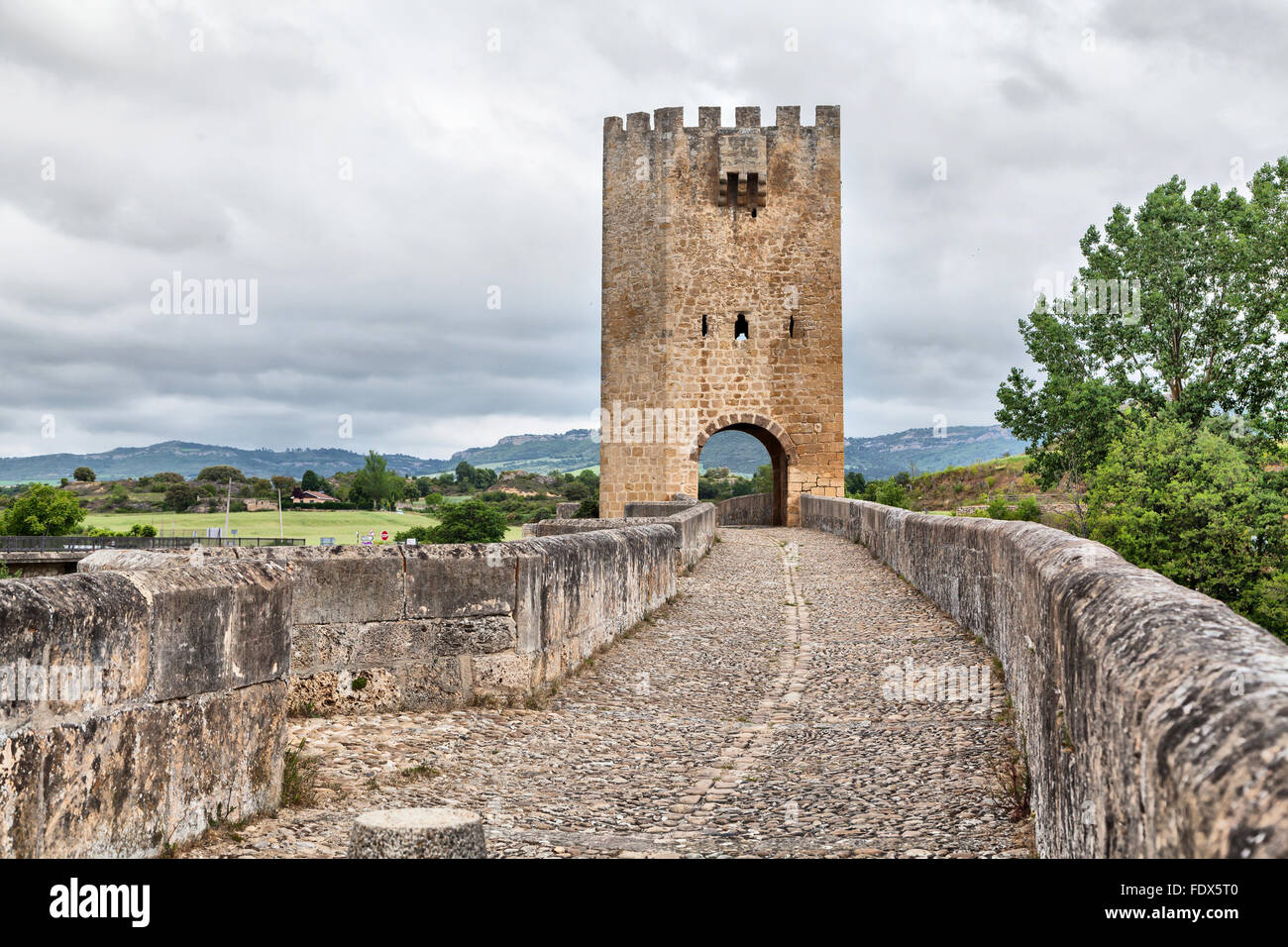 Medievale ponte di pietra in Frias, provincia di Burgos, Spagna Immagini Stock