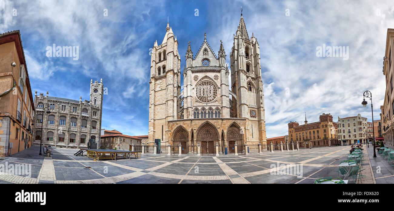 Panorama di Plaza de Regla e Cattedrale di León, Castiglia e Leon, Spagna Immagini Stock