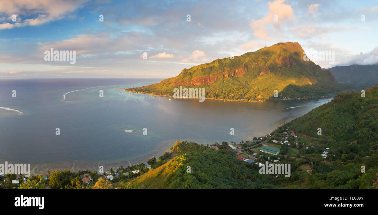 Baia Opunohu, Mo'Orea, Isole della Società, Polinesia Francese Immagini Stock