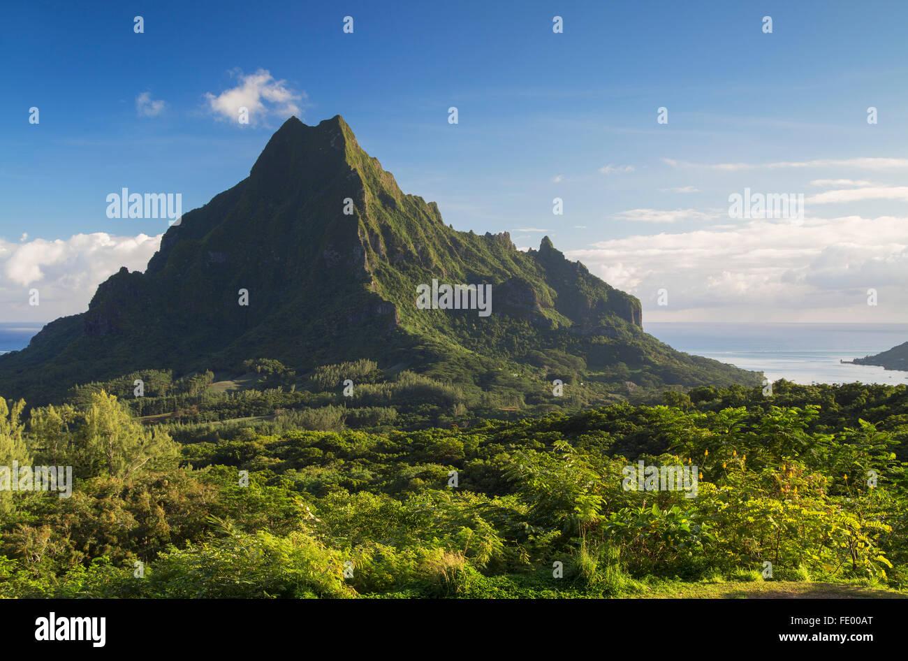 Il Monte Rotui, Mo'Orea, Isole della Società, Polinesia Francese Foto Stock