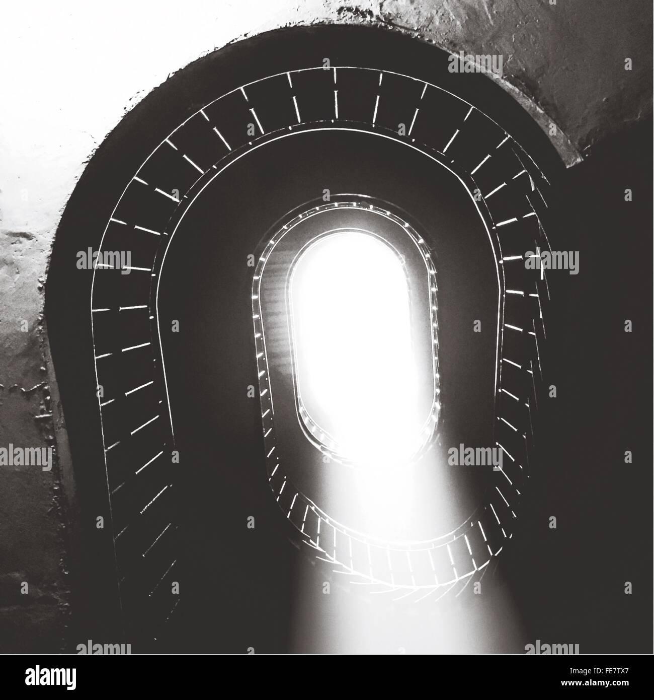 Angolo di Alta Vista di scale a spirale Immagini Stock