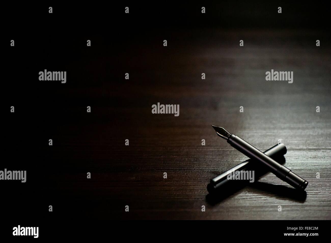 Alta Vista angolo di penna stilografica sul tavolo Immagini Stock