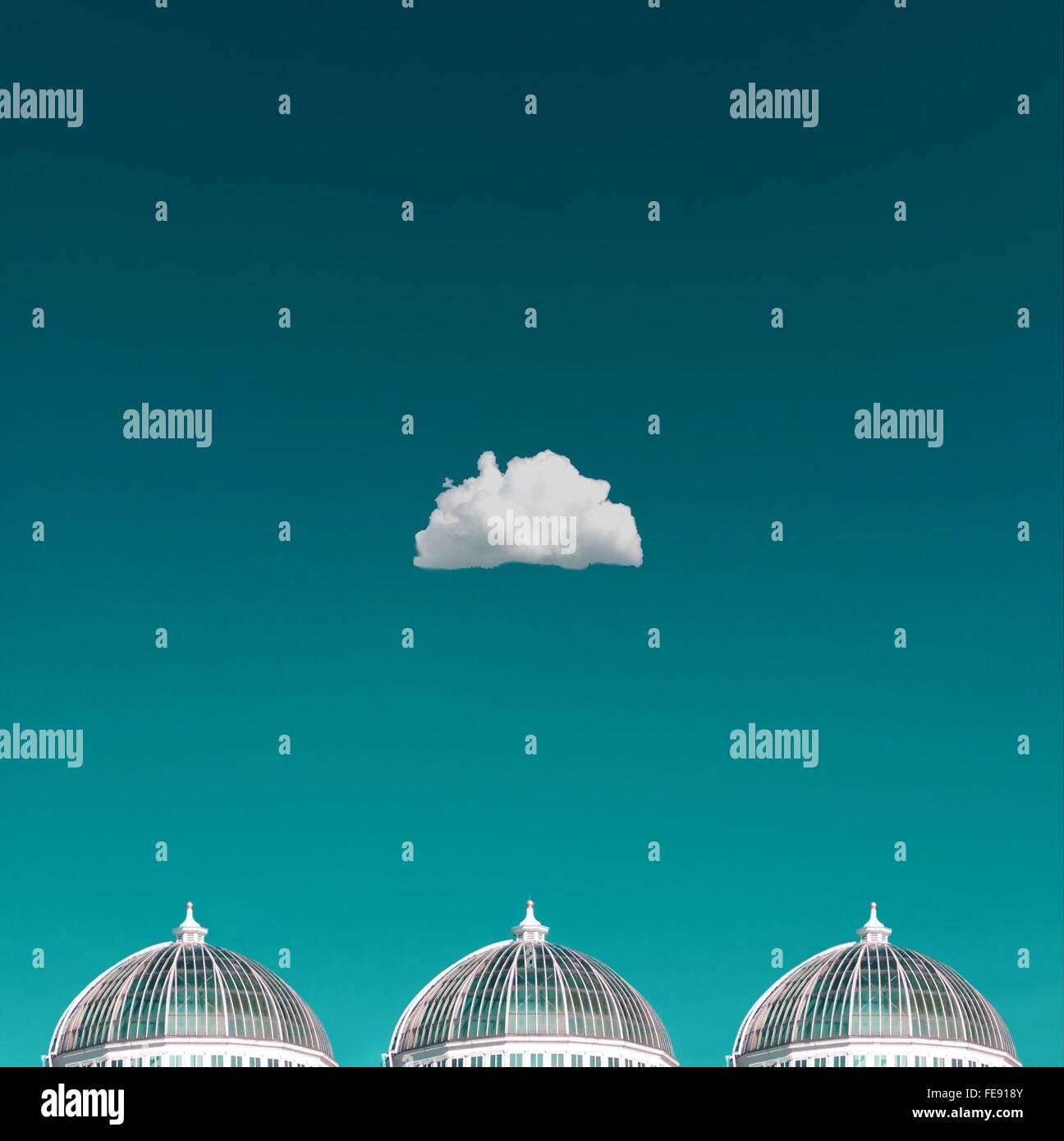 Unica nube su cupole Immagini Stock