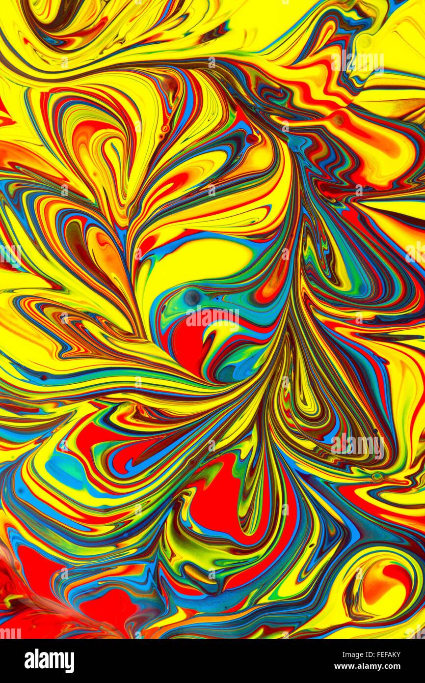 Coloratissimi sfondi astratti con colori vibranti realizzati dalla vernice in giallo, rosso, blu, verde e viola Immagini Stock