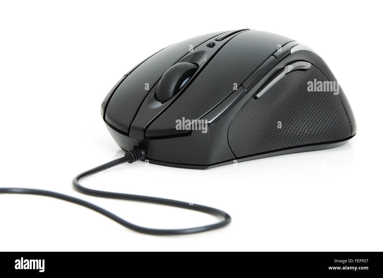 Multimedia il mouse del computer con un cavo su sfondo bianco Immagini Stock