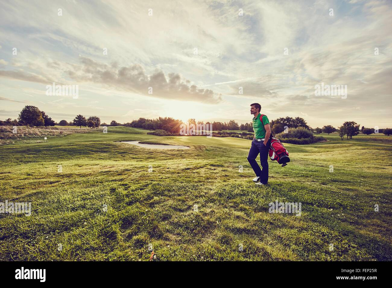 Il Golfer camminando sul corso, Korschenbroich, Dusseldorf, Germania Immagini Stock