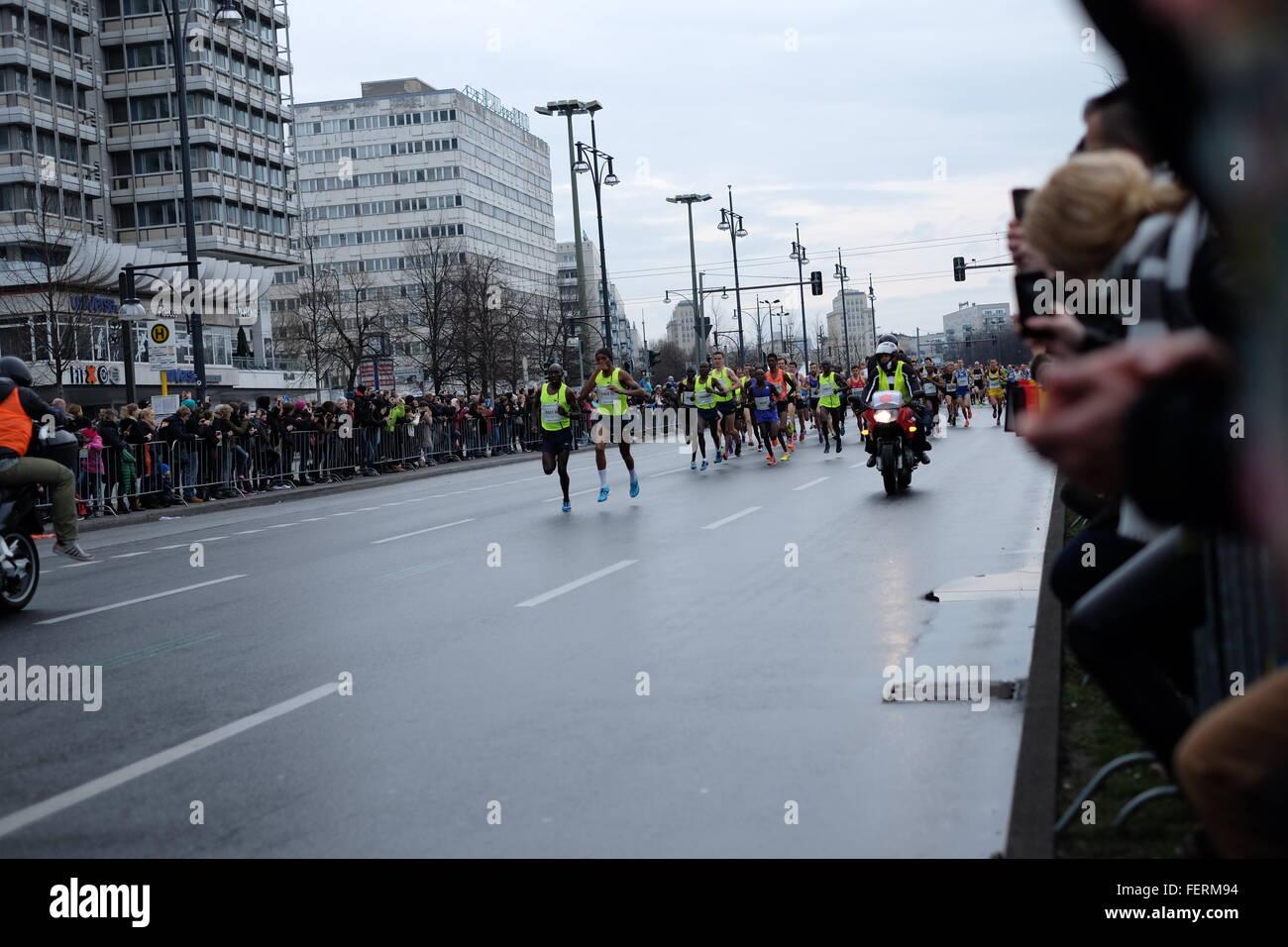 Guide su strada in Competizione maratona Immagini Stock